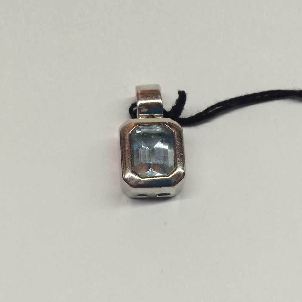 a73f316086 Ciondolo oro bianco 18 kt con pietra preziosa topazio azzurro